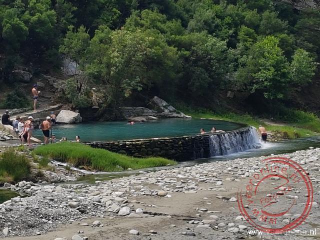 De natuurlijke waterbron bij Benja
