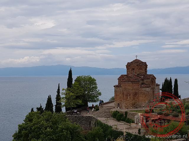 Het meest beroemde kerkje van Macedonië aan het meer van Ohrid