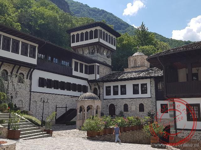 Het prachtige Sveta Jovan monastery in de bergen van Macedonië