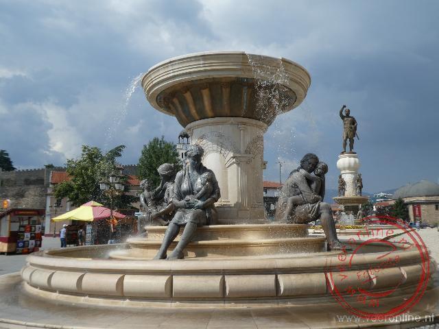 Overal in Skopje vind je standbeelden en fonteinen