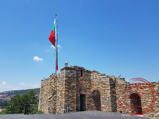 De restanten van het paleis in de oude stad Veliko Tarnovo