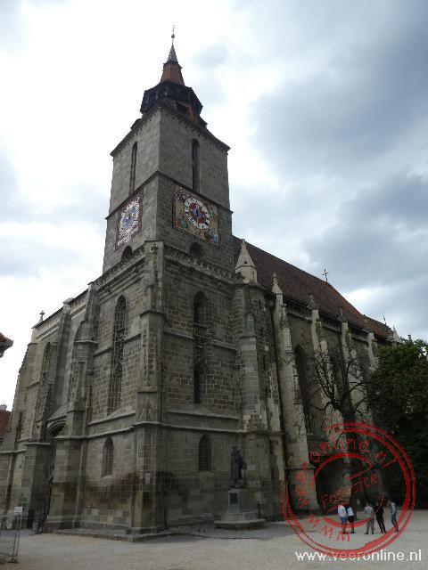 De zwarte kerk in Brasov dankt zijn naam aan een brand in 1689