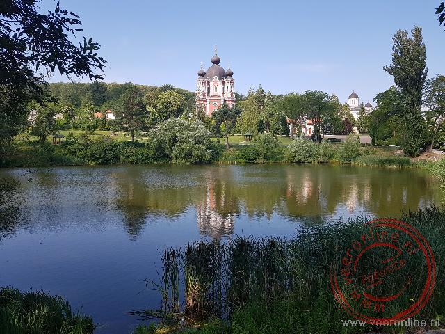 Het kleurrijke Curchi klooster net buiten Chisinau