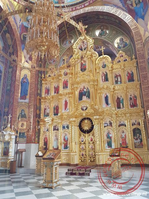 Het prachtig gedecoreerde interieur van het Curchi klooster