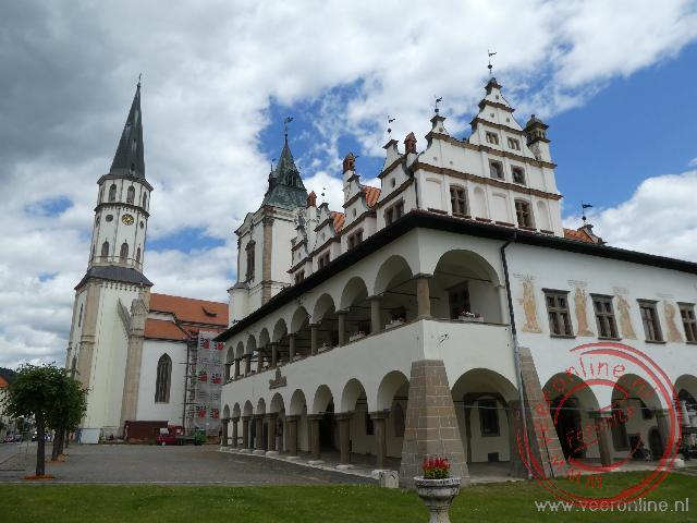 Het stadhuis en kerk in Levoca