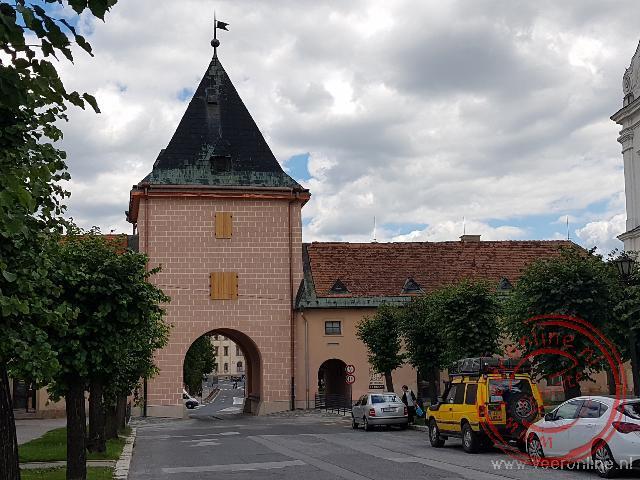 Brutus geparkeerd bij de stadspoort van Levoca