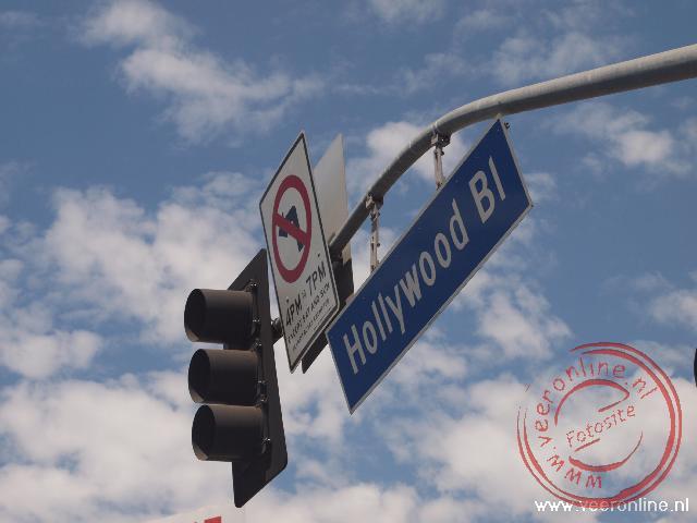 Het beroemde straatnaambord van Hollywood boulevard in Los Angeles