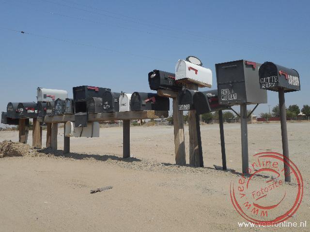 Een mooie verzameling brievenbussen langse de Route66