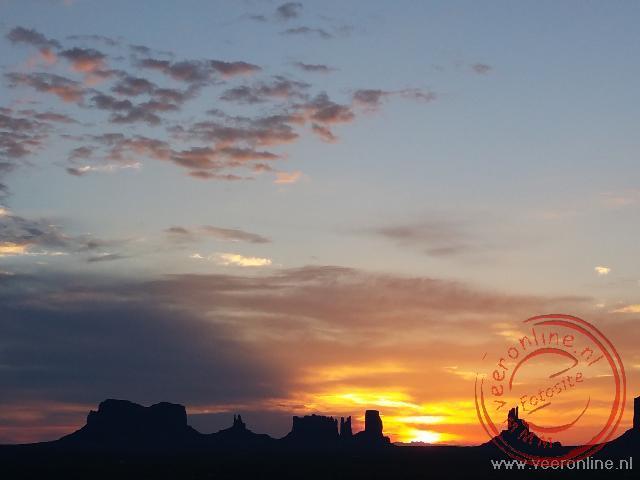 Zonsopgang bij Monument Valley