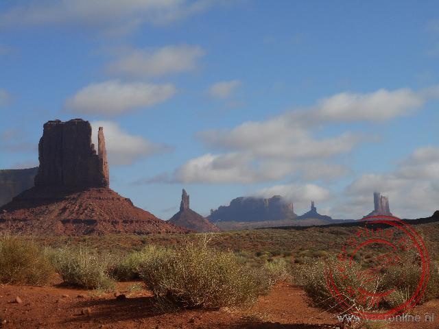 Een fraaie combinatie van woestijn en rotspartijen