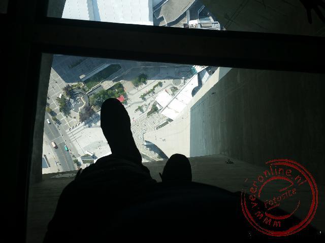 De glazen vloer in de CN Tower