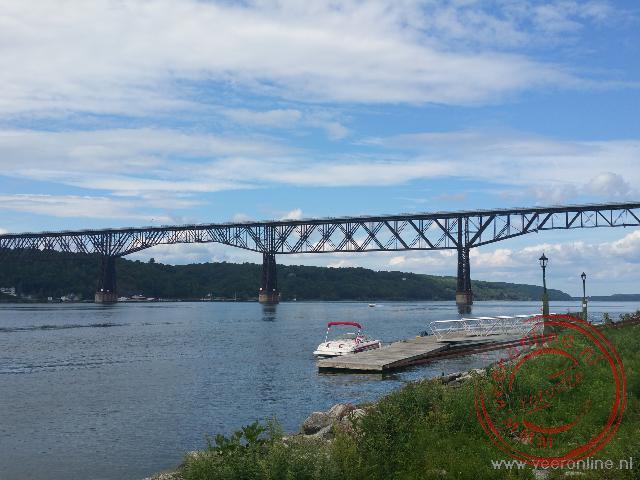 De langste voetgangersbrug ter wereld over de Hudson river
