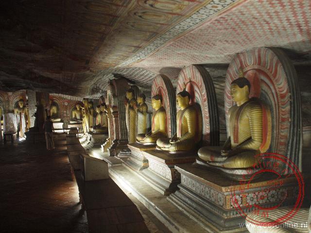 Vijf grotten vol met Boeddha afbeeldingen