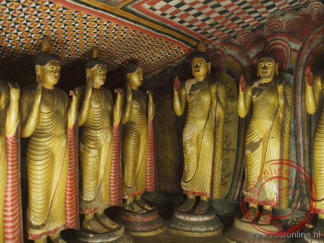 De rotstempels van Dambulla herbegen honderden Boeddha beelden