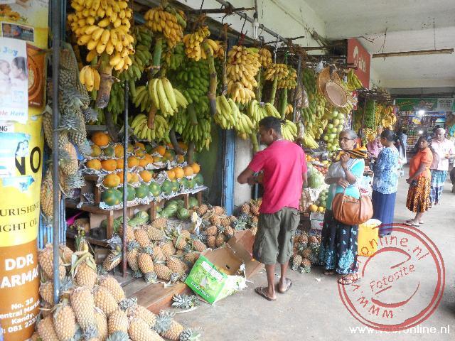 Kraampjes op de markt van Kandy