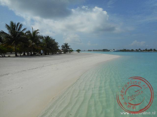 Het paradijselijke strand op de Malediven
