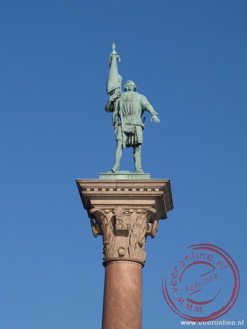 Een standbeeld voor het stadhuis