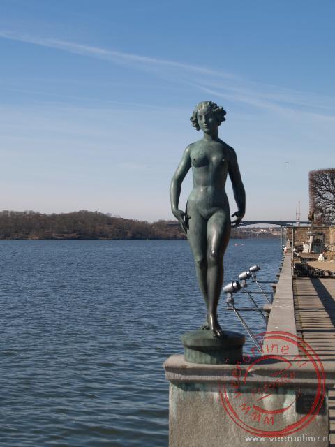 Een standbeeld bij het stadhuis