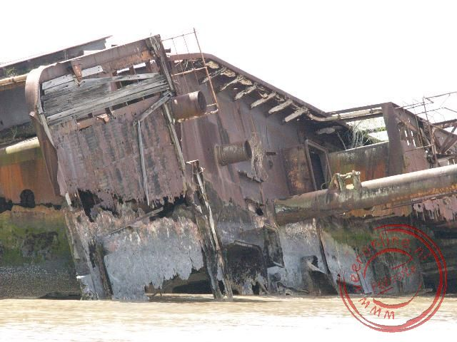 Het Scheepswrak Goslar in de monding van de Suriname Rivier nabij Paramaribo