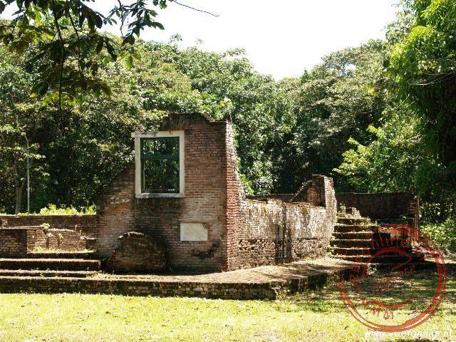 De restante van de synagoge in Jodensavanne