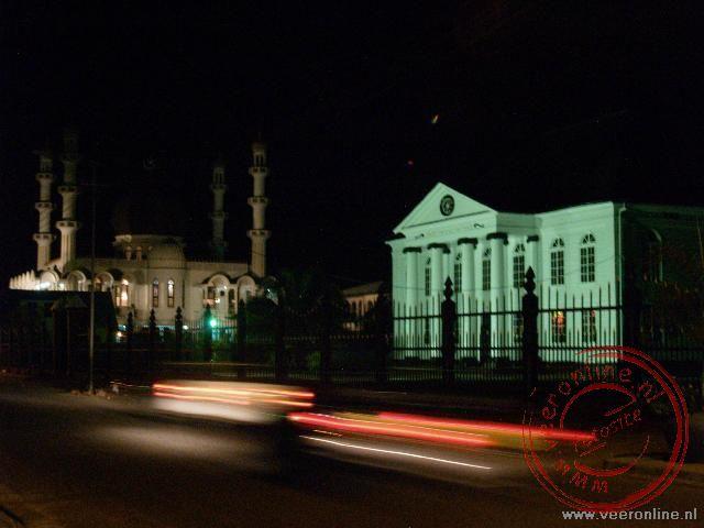 In Paramaribo staan de Synagoge en de Moskee pal naast elkaar