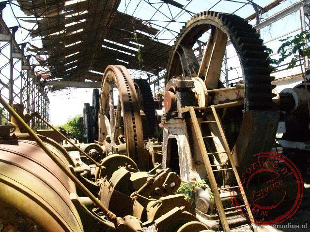 De oude en vervallen suikerfabriek van Mariënburg