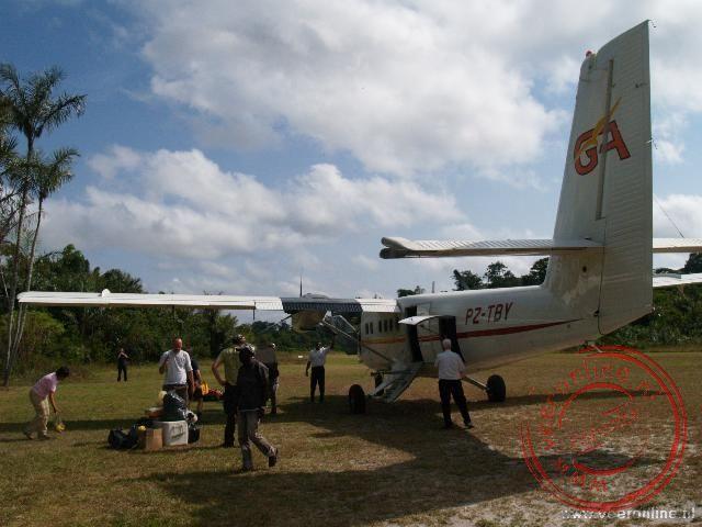 Het kleine vliegtuigje op de luchthaven van Drietabbertje