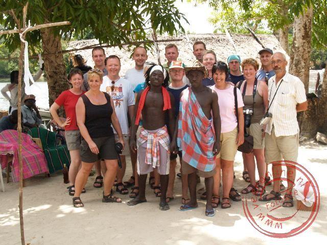 De groepsfoto met de Sjamaan en zijn helper