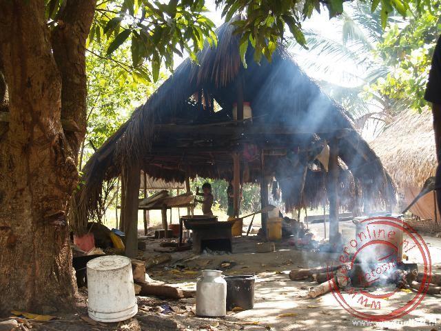 Een lokale keuken in Tutu Kampu