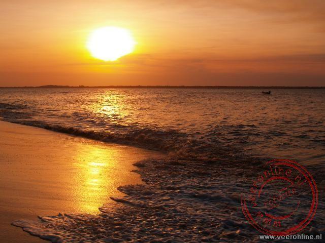 Zonsondergang op het strand va Frans Guyana