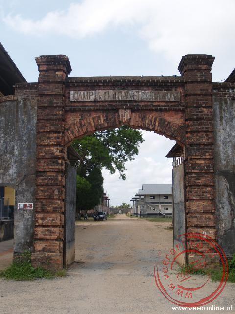 De toegangspoort van de strafgevangenis