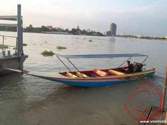 De longboat over de rivier de Chao Phraya rivier