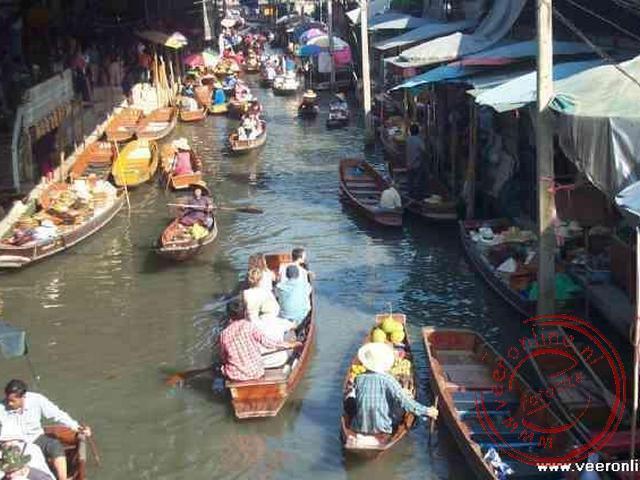 De drijvende markt van Damnoen Saduak