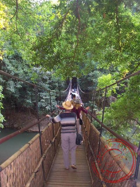 De hangbrug naar het olifantenopleidingscentrum