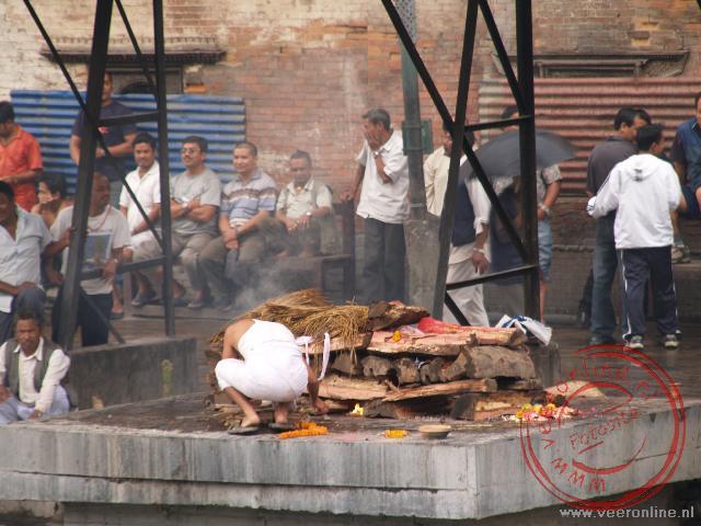 De crematies bij de Pashupatinath tempel
