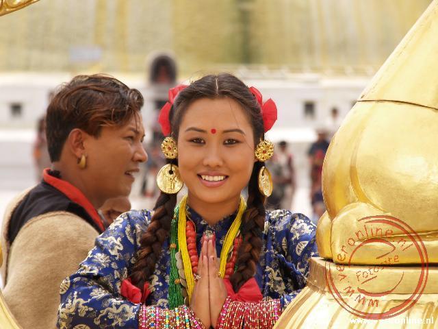Een Nepalese filmster is bezig met filmopname bij de Bodhnath Tempel