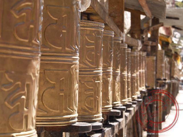 De gebedsmolens in de kora rond het Potala paleis