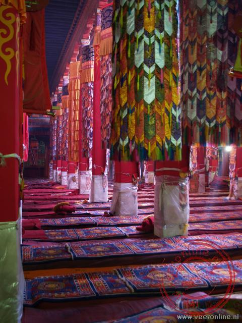 De grote hal van het Drepung klooster
