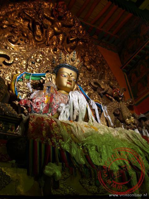 Een Boeddha in de Drepung tempel