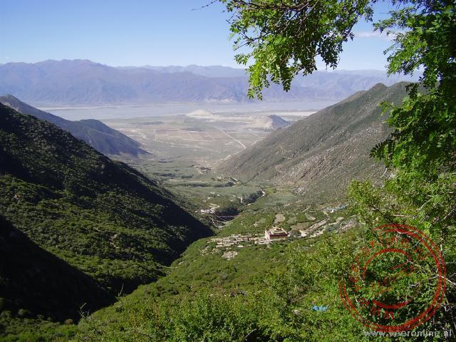 Uitzicht vanaf 4.300 meter waar de meditatiegrotten liggen