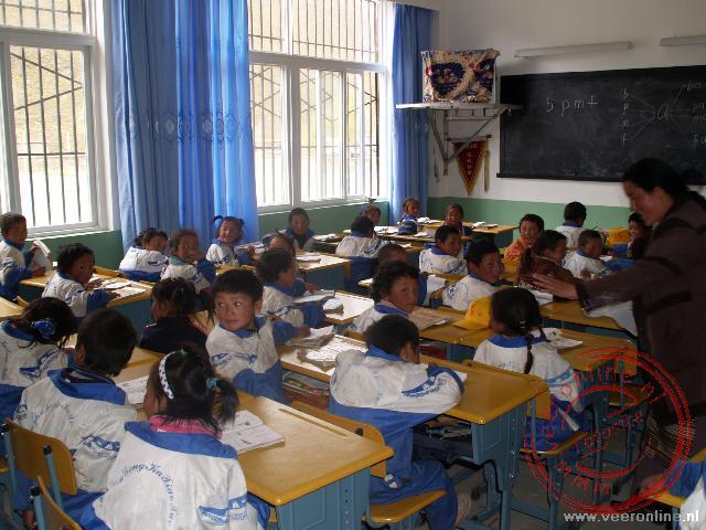 Een bezoek aan de lagere school waar onze gids vroeger les gehad heeft