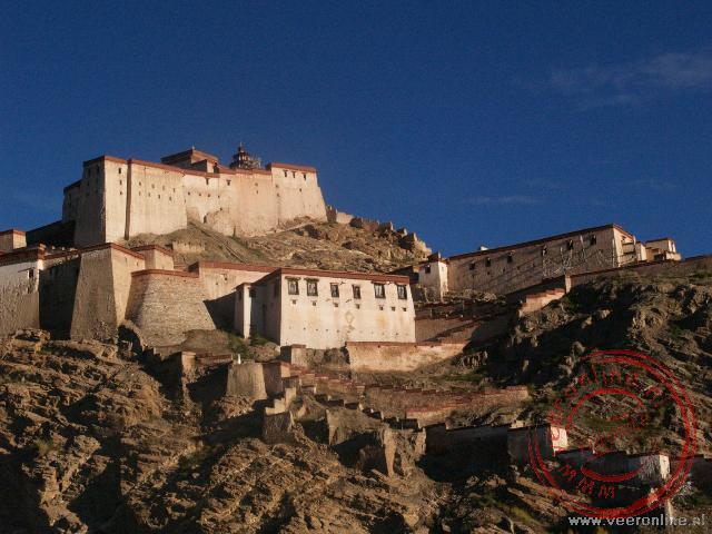 Het fort in Gyantse dat boven de stad uitsteekt
