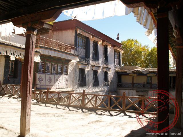 Net buiten Gyantse ligt het Pharla Manor huis. Het huis is nu een chinees museum om aan te tonen hoe slecht de Tibetanen het vroeger hadden