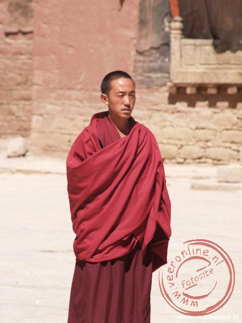 Een monnik in het Sagya monastery