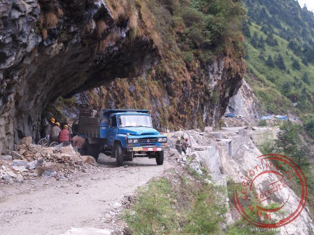 Door de werkzaamheden op weg naar Zhangmu is de weg soms slecht begaanbaar