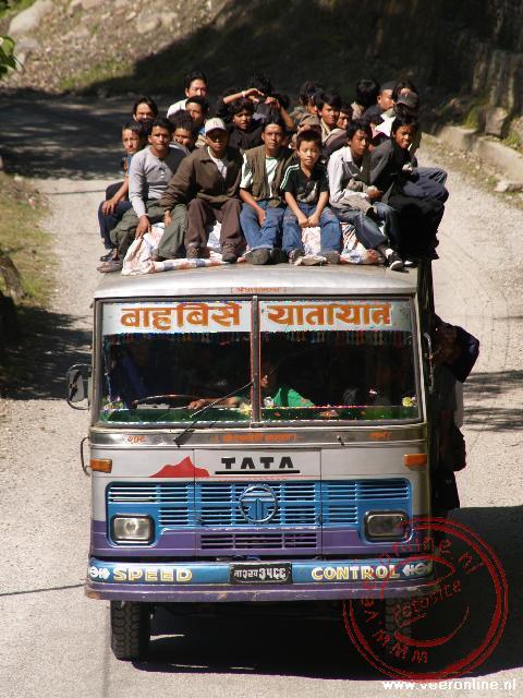 De bus wordt effectief gebruikt in Nepal