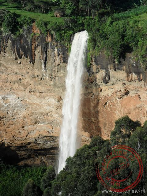 De 70 meter hoge Sipi Fall waterval in het oosten van Uganda
