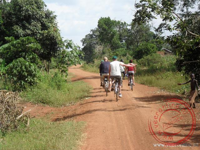 Een fietstocht naar een schooltje in Namwendwa