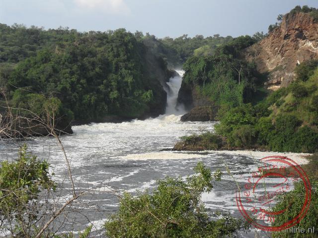 Met volle kracht perst de Nijl zich door de smalle doorgang van de Murchisons Falls in Uganda