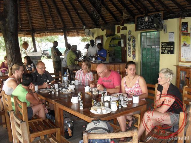 Het ontbijt op de Red Chili Rest Camp aan de Victoria Nile
